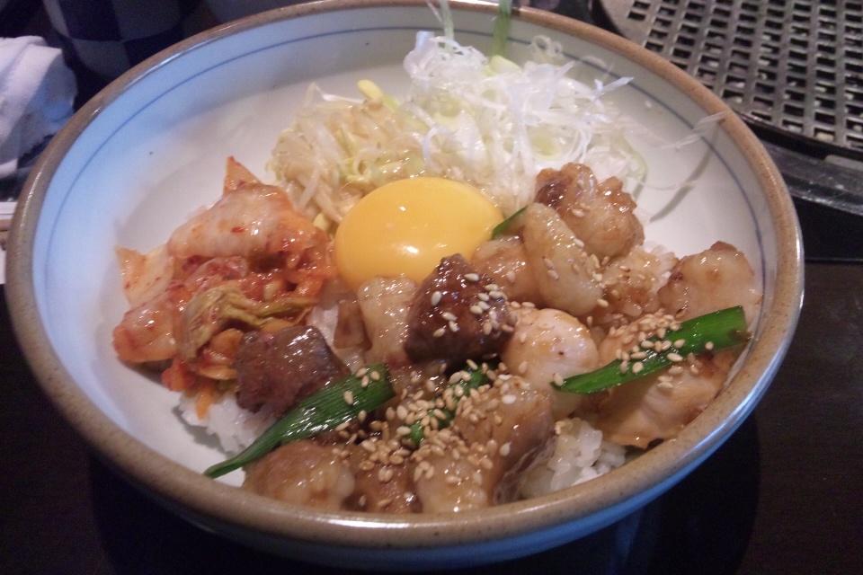 腰塚ホルモン丼