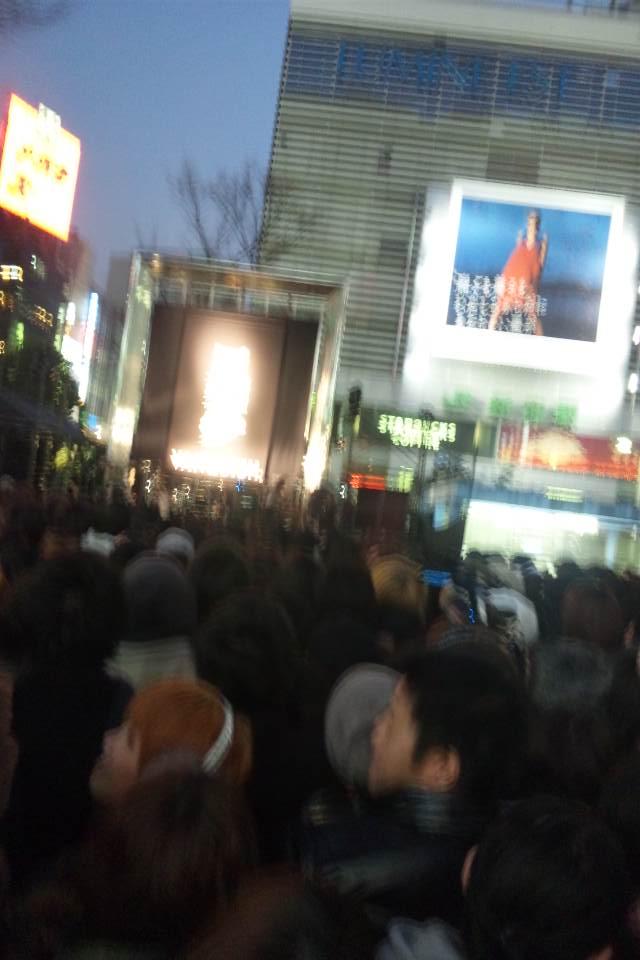 新宿で黒夢がライブ中