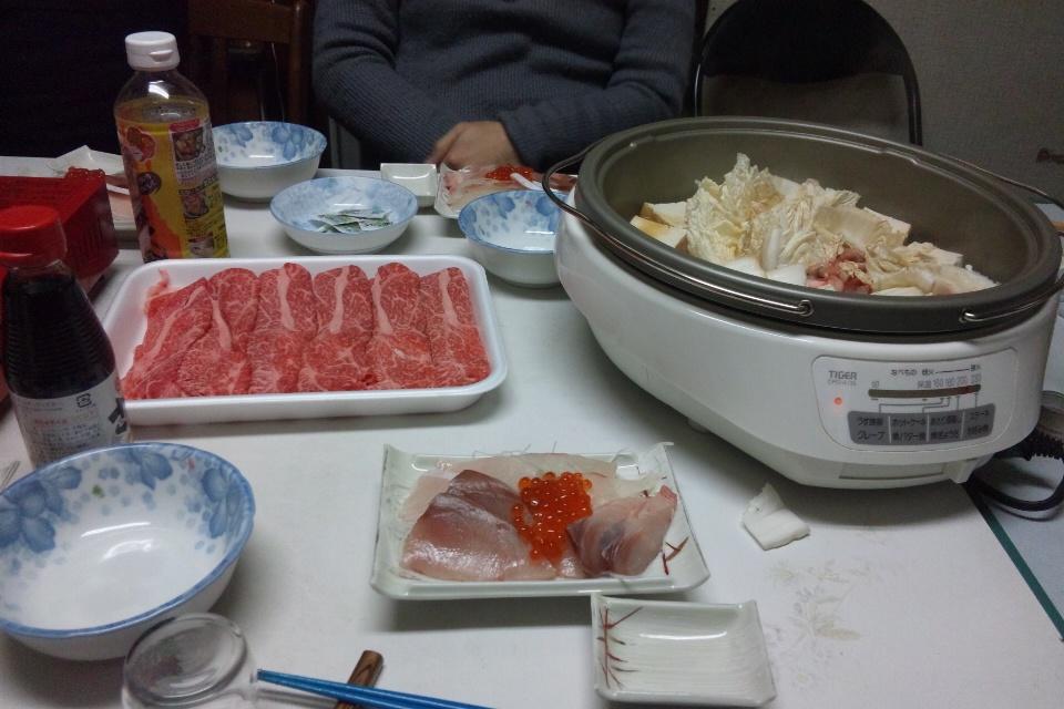 2012年 大晦日の夕食すき焼きと刺身