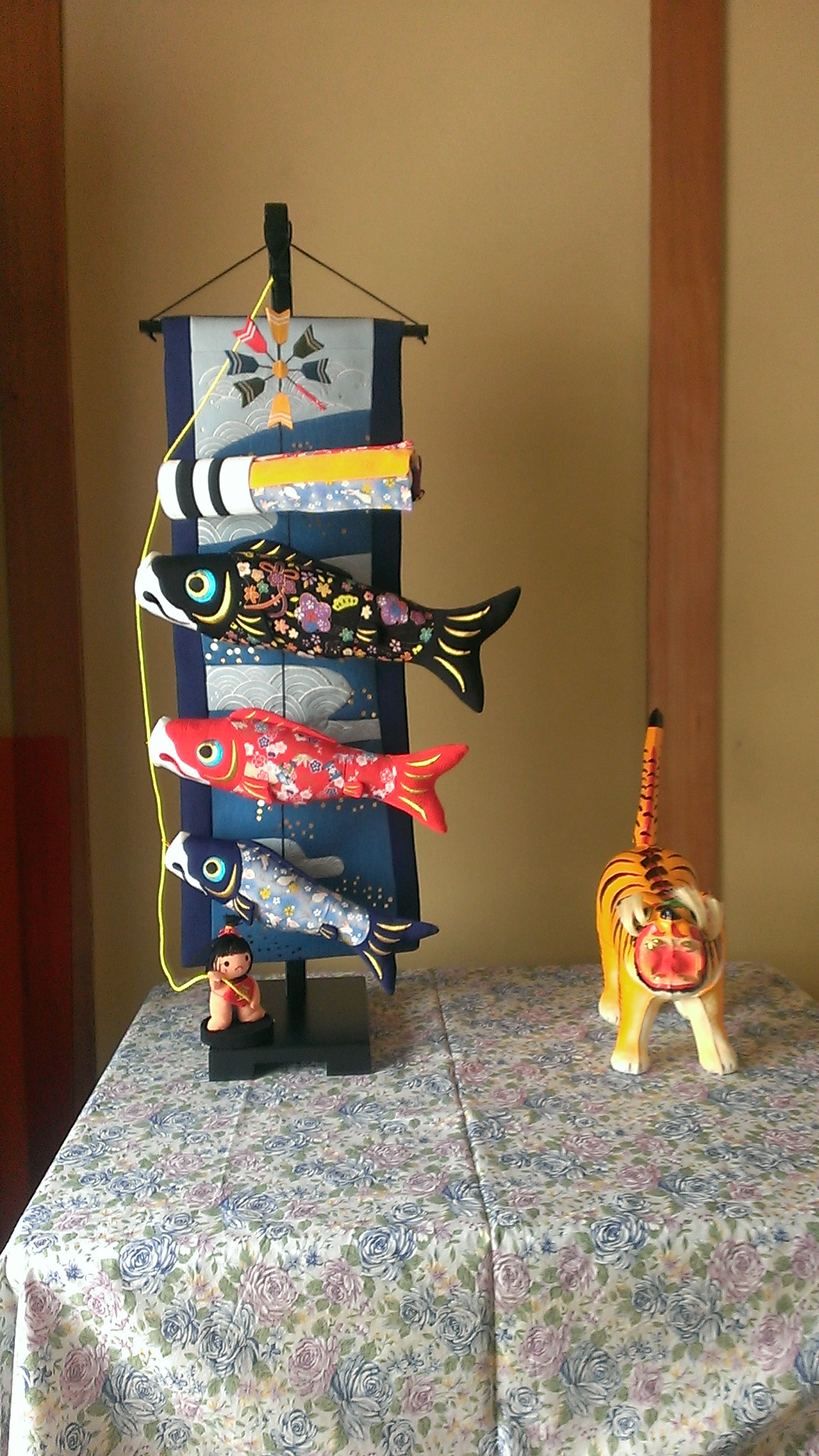 鯉のぼりと張り子の虎
